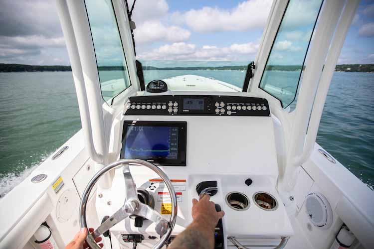 Получить права на лодку катер яхту